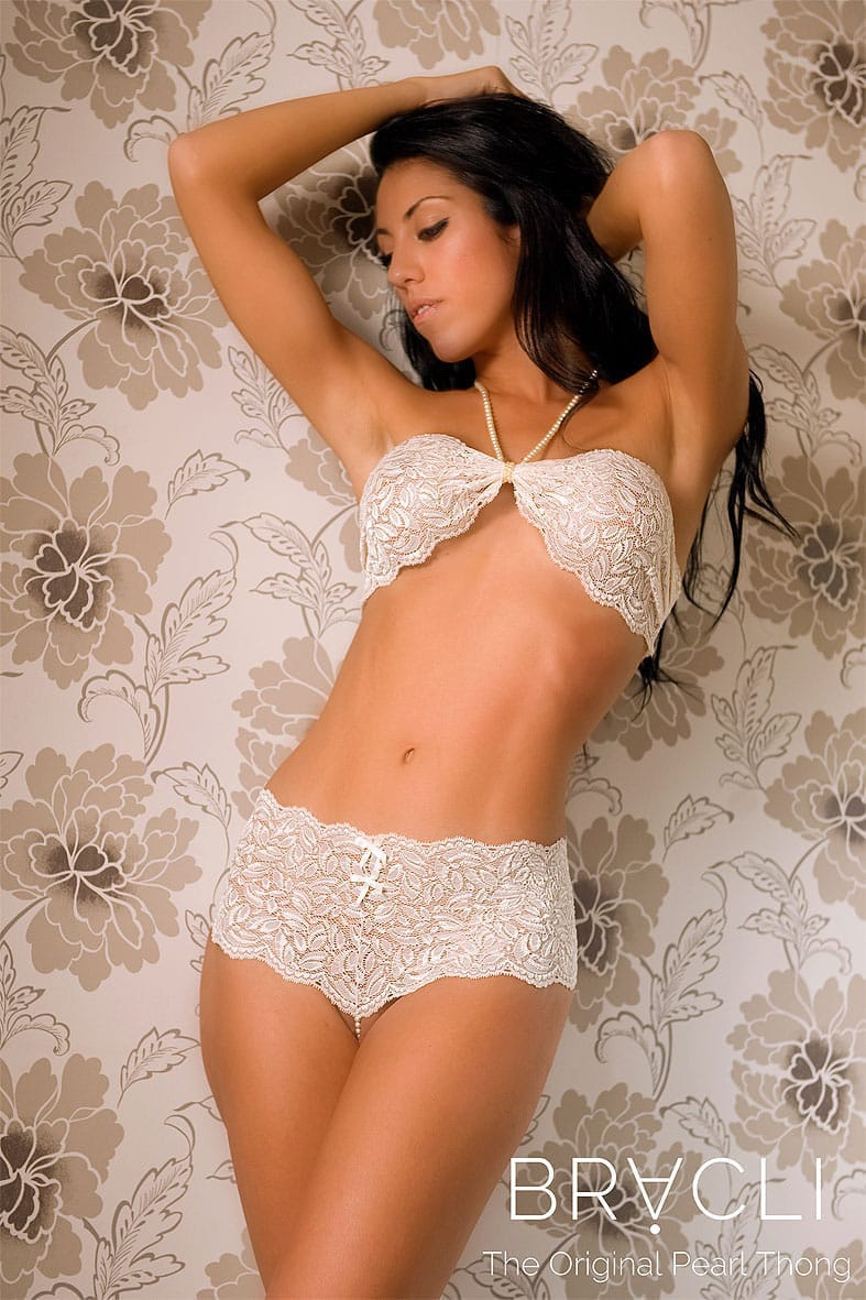 bracli-culotte-thong-ivory-model-with-top
