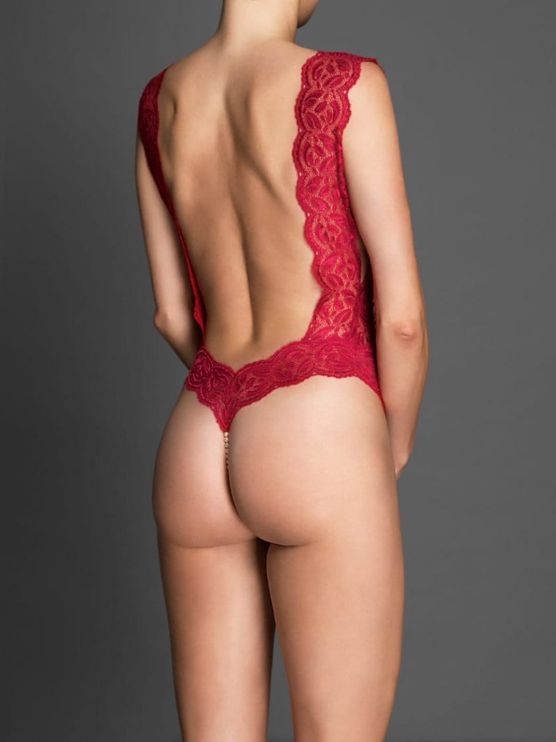 bracli-body-classic-red-model-back-view