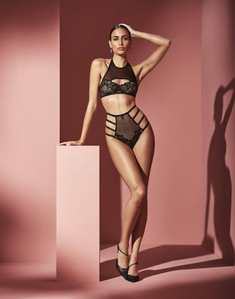 london-high-waist-brief-and-top-standing-3